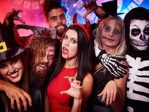 Cancelan fiesta de Halloween criticada por religiosos en el país.