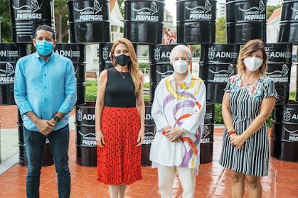 Asistentes al acto celebrado en el Parque Iberoamérica, con la presencia de la alcaldesa Carolina Mejía y la presidente de la Fundación Propagas, Rosa Bonetti.