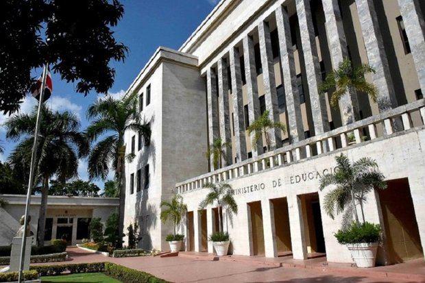 Educación rechaza haya cometido irregularidades en licitaciones