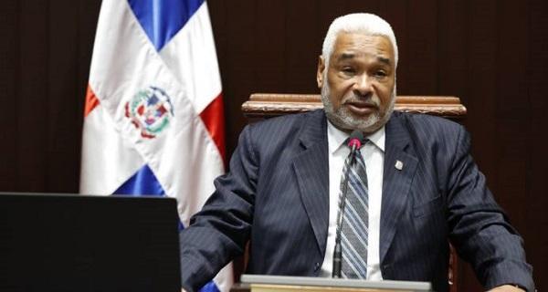 Camacho insiste en impulsar modificación ley de seguridad social