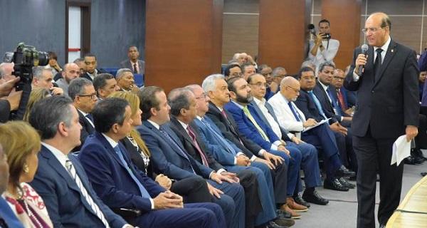 JCE se reúne con partidos; delegados solicitan ampliación a plazo