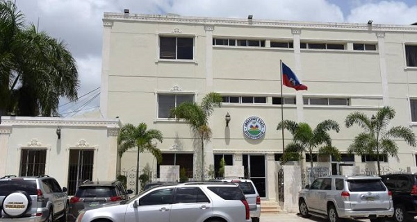 Haití suspende emisión de pasaportes en RD tras denuncias