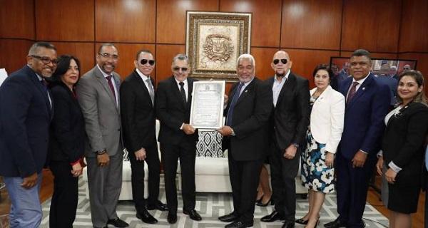 Diputados reconocen trayectoria 40 años de Los Hermanos Rosario