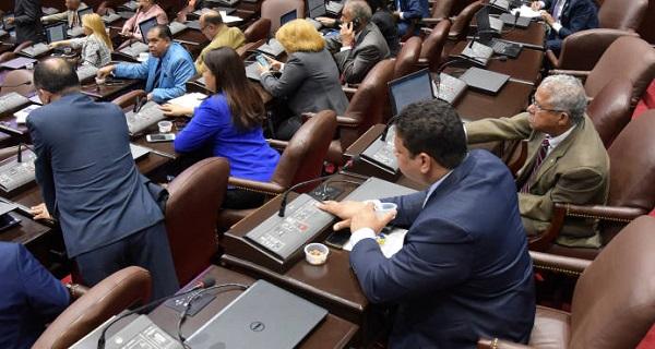 Diputados aprueban de urgencia modificaciones a ley del Notariado