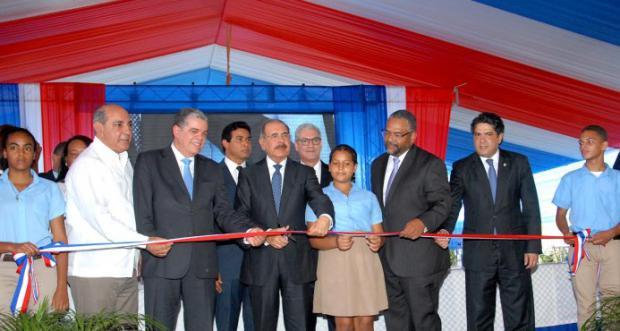 Medina entrega tres centros escolares en la provincia Espaillat