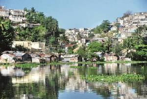 Abinader se compromete a limpiar las cañadas en la zona del río Ozama.