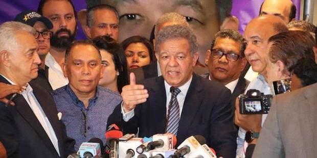 Leonel deposita un instancia ante el TSE contra JCE, PLD y Gonzalo Castillo.