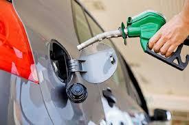 Siguen bajando los precios de los combustibles.