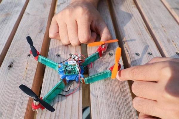 Un dron resistente a los impactos gracias a volverse elástico cuando lo necesita