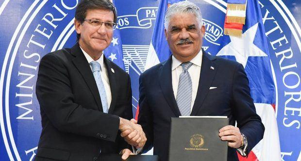 Ministro de Relaciones Exteriores, Miguel Vargas y el secretario de Estado de Gobierno de Puerto Rico, Luis Rivera Marín.