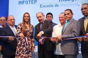 La inauguración contó con la presencia de la chef María Marte y el presidente Medina