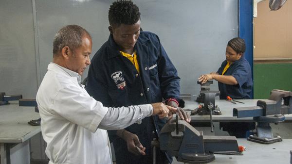Los encargados de talleres y técnicos docentes compartirán experiencias con el especialista