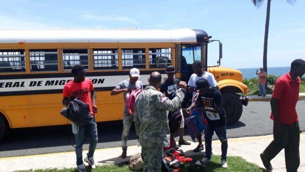 Migración deportó a 1,014 indocumentados detenidos durante la semana pasada