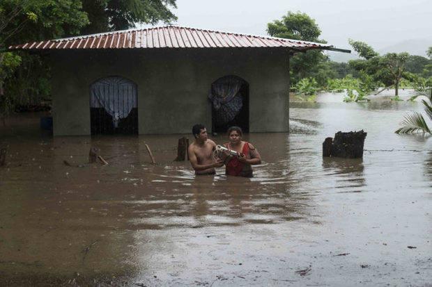 Se eleva a 13 cifra de muertos en Nicaragua a causa de tormenta Nate