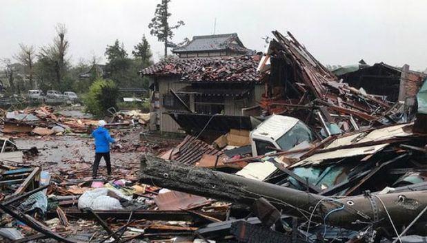 Al menos 7 muertos y 15 desaparecidos en Japón por el paso del tifón Hagibis.