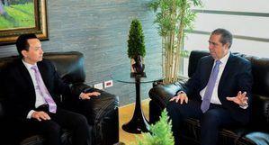 Francisco Javier y embajador chino conversan sobre comercio y turismo