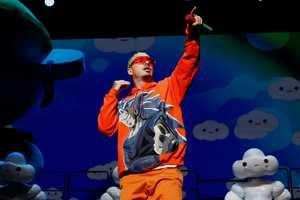 El reguetonero colombiano J Balvin arrancó este viernes en Puerto Rico su gira, 'Arcoiris Tour'.