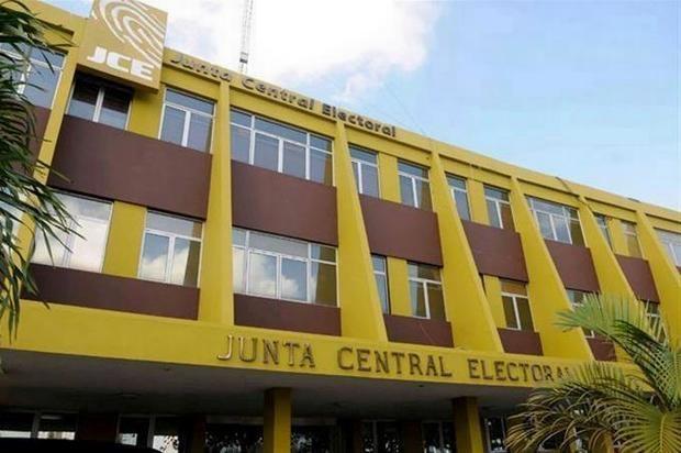 Junta Central Electoral, JCE, inició este viernes el proceso de impresión de 405,000 páginas del padrón para las elecciones venideras.