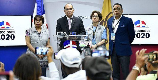 JCE pospone las elecciones presidenciales y congresuales al 5 de julio