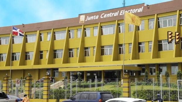 La JCE evalúa avances para el montaje del voto en el exterior