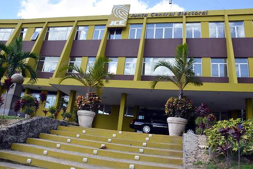 La JCE pone a disposición del Gobierno 9,000 ordenadores personales