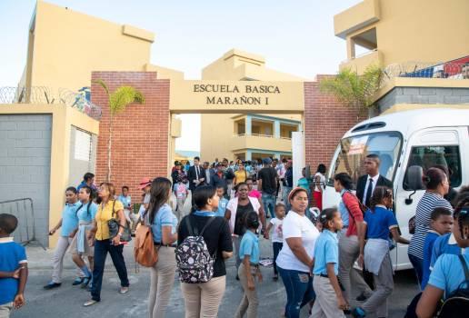 Entrega Centro Educativo Marañón I en Sabana Perdida