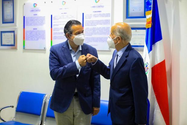 Orlando Jorge Mera y Max Puig trabajan unidos el tema del cambio climático
