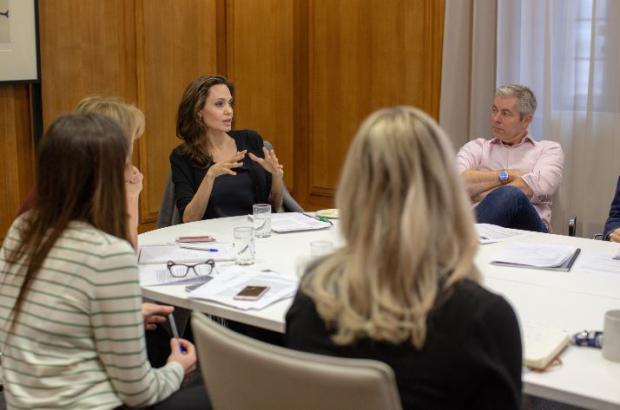 Actriz Angelina Jolie podría incursionar en el mundo de la política