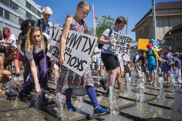 Jóvenes de todo el mundo piden más acción contra el clima tras el informe de la ONU