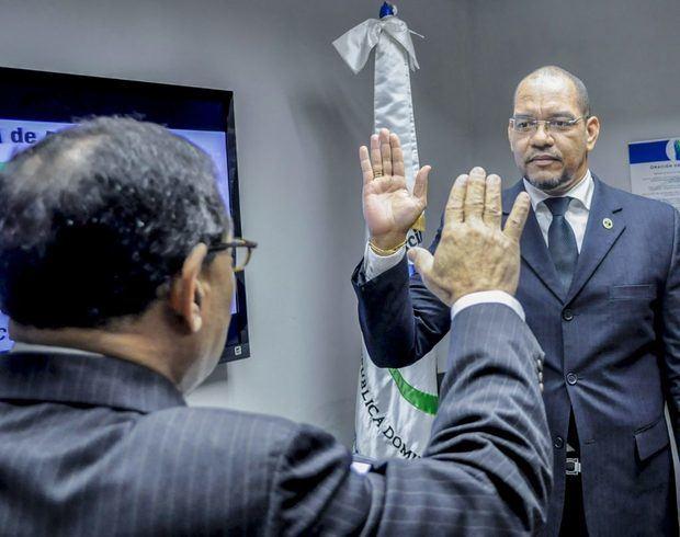Nuevo director Oficina Nacional de Defensa Pública toma posesión de su cargo