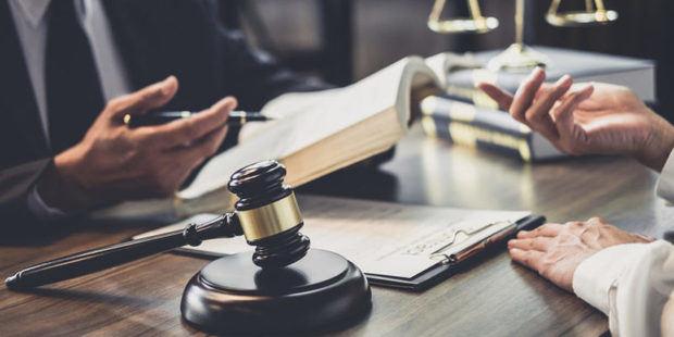 Imponen multa a acusada de causar intoxicación en campamento por 3 causales