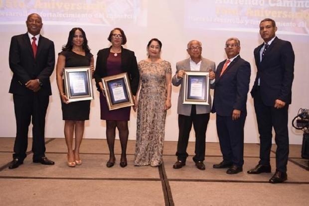 La Fenacerd celebra 15 aniversario y reconoce empresarios y periodistas