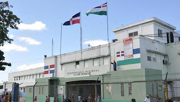 La Procuraduría General de la República (PGR) informó que este martes fueron trasladados los primeros 13 internos de la Penitenciaría Nacional de La Victoria afectados por el coronavirus (COVID-19) a uno de los centros regionales destinados para aislamiento.