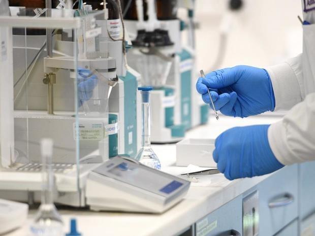 Científicos identifican un posible nuevo tratamiento antiviral contra la civid.