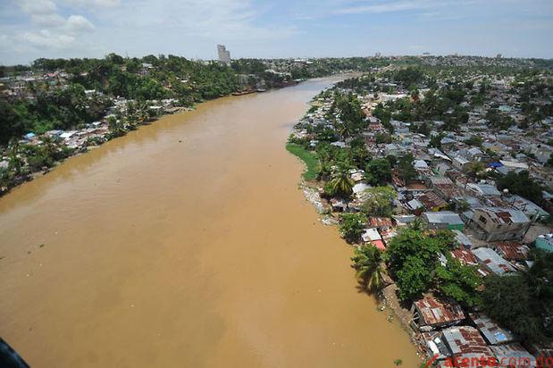 Líderes comunitarios de La Zurza se unen a saneamiento del río Isabela