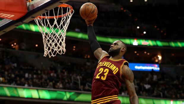 LeBron puso a Cavaliers en semifinales ante Raptors