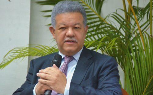 Fernández promete convertir a Montecristi en modelo de desarrollo sostenible