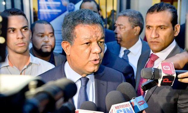 El expresidente de la República, Leonel Fernández, volvió a manifestar este sábado su oposición a una posible reforma constitucional que permita la reelección de Danilo Medina.