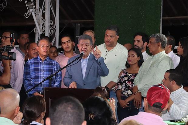 Expresidente Leonel Fernández aseguró este lunes en La Vega que la oposición está 'construyendo una gran alianza'.