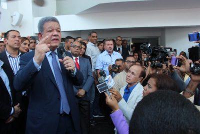 Fernández exclama en Boca Chica que ya inició su retorno al Palacio Nacional