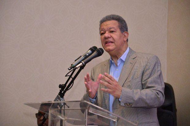 Fernández anuncia recolección de firmas en contra de reforma constitucional
