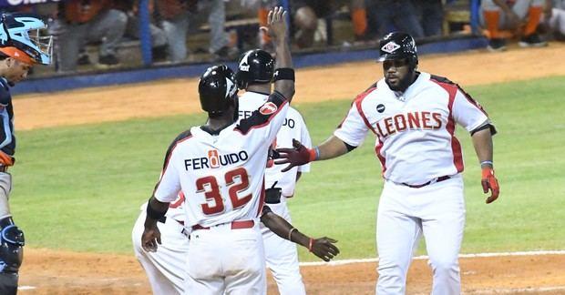 Los Leones del Escogido extendieron a siete su invicto en el torneo de béisbol local.