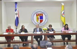 Mesa de Honor Carmen Duran, Mildred Guzmán Madera autora, David Álvarez, vicerrector PUCMM; Alina Bello y Luisa Navarro.