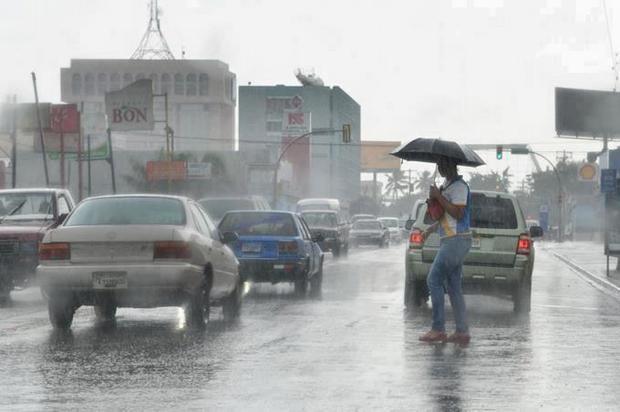 El COE coloca 9 provincias en alerta por lluvias asociadas a la depresión Eta