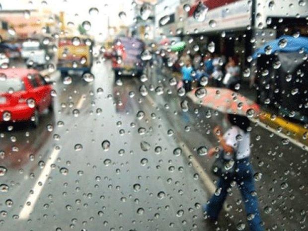 Aguaceros y tronadas en algunas provincias del país por vaguada y onda tropical