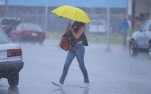 Lluvias dispersas hacia el interior del país…se mantienen las alertas meterologícas.