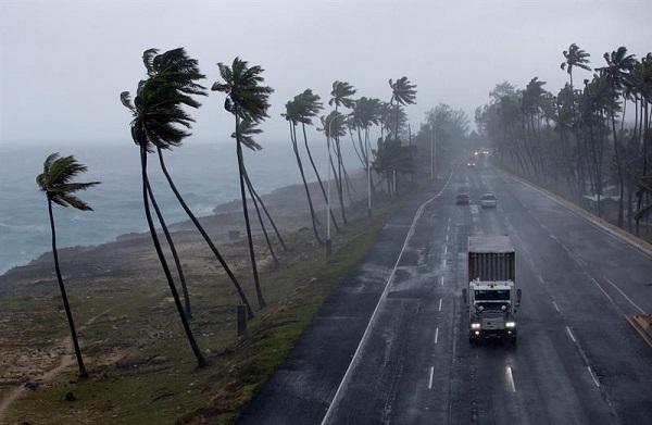 Vaguada frontal al noreste, algunas lluvias hacia el interior del país