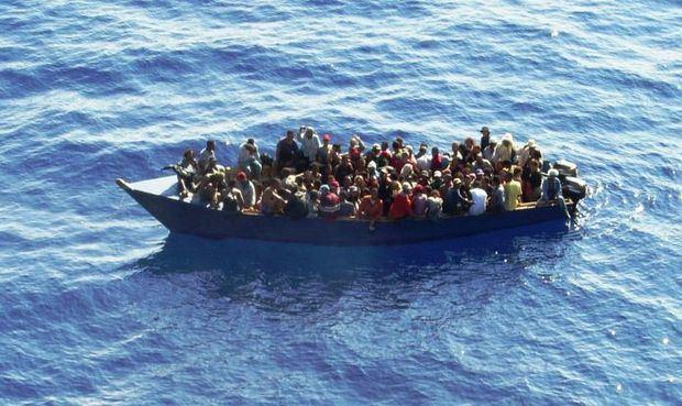 Interceptan embarcación clandestina que iba a Puerto Rico con 53 indocumentados