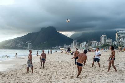 Las playas de Río se convierten a cada día en grandes gimnasios al aire libre