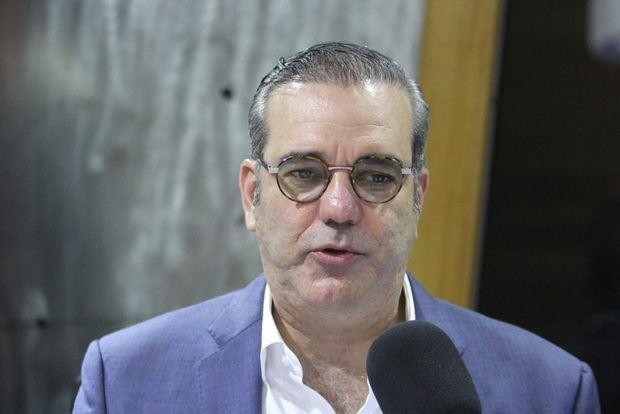 Abinader juramenta a exmiembros del PRD; dictará conferencia en Washington